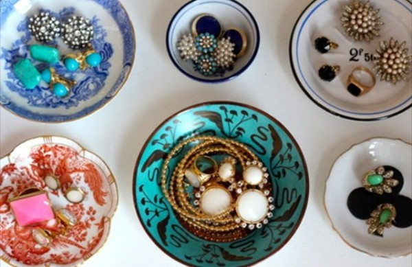 12 Beautiful Ways To Store Your Jewelry // teacups & plates