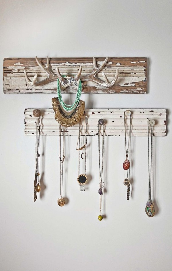 12 Beautiful Ways To Store Your Jewelry// antlers & knobs jewelry display