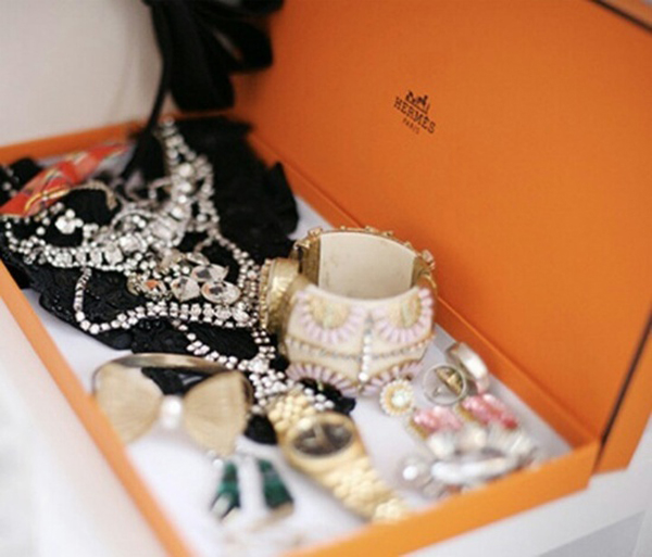 12 Beautiful Ways To Store Your Jewelry // Hermes box
