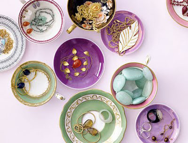 12 Beautiful Ways To Store Your Jewelry // Plates and teacups