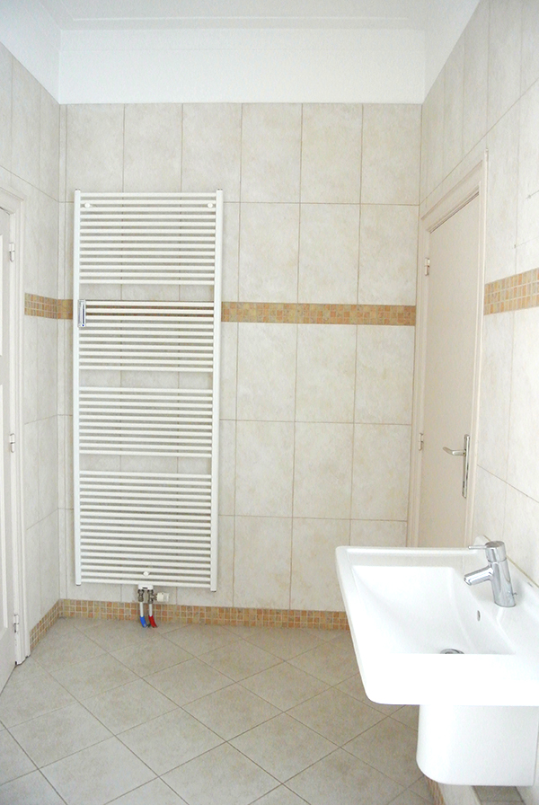 Home Renovation: Before // Bathroom