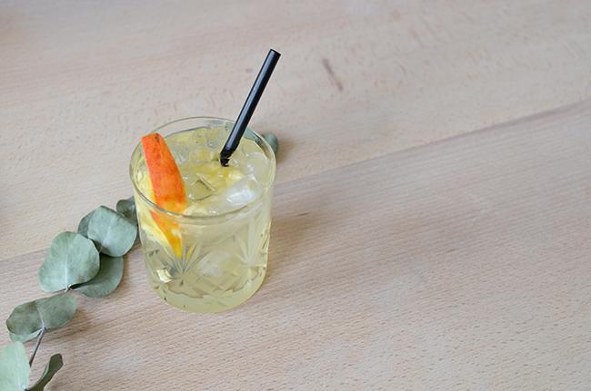 The Apple Outsider // A sweet gin cocktail via noglitternoglory.com