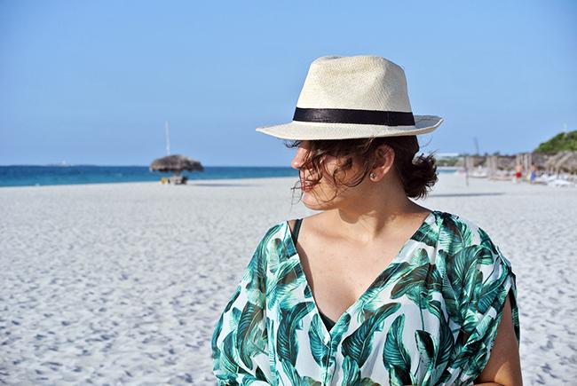 Varadero Beach - Leaf print kaftan // noglitternoglory.com