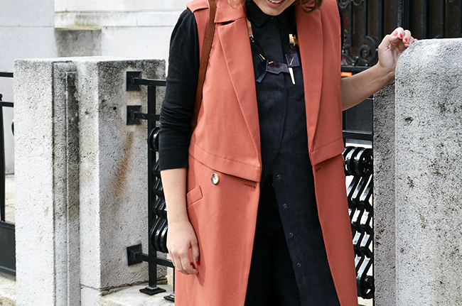 Sleeveless coat, Wouters & Hendrix statement necklace