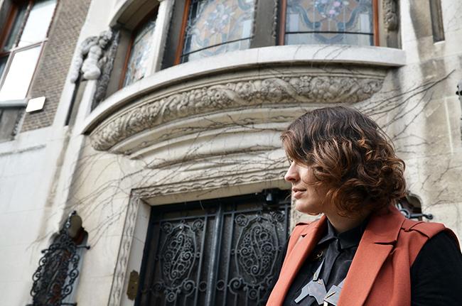 Sleeveless coat, Wouters & Hendrix necklace