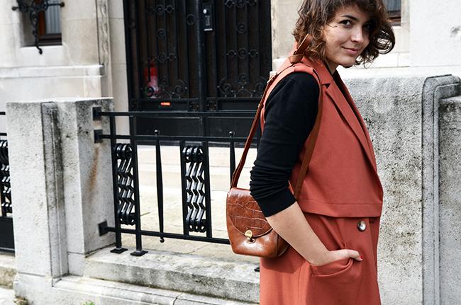 Sleeveless coat, fall colours
