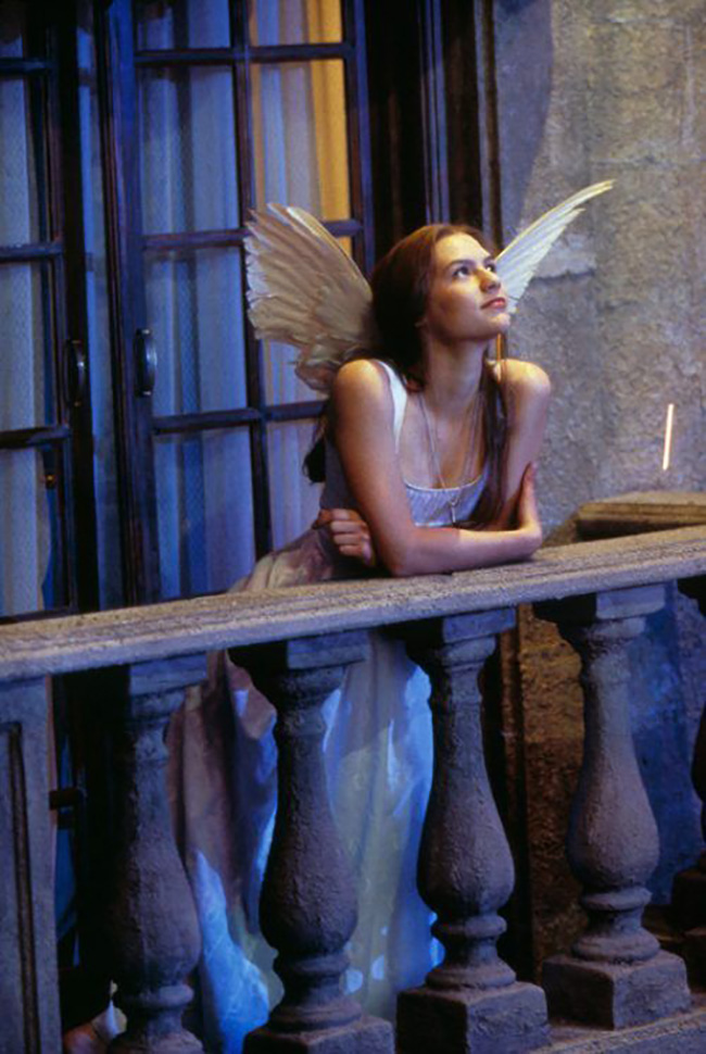 Get the look: Romeo + Juliet // Interior inspiration from Baz Luhrmann's 1996 masterpiece - Claire Danes