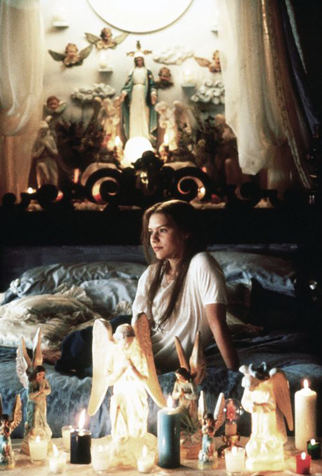 Get the look: Romeo + Juliet // Interior inspiration from Baz Luhrmann's 1996 masterpiece - Juliet's bedroom