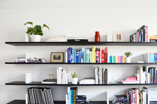 10 Tips for Styling your Shelves via noglitternoglory.com