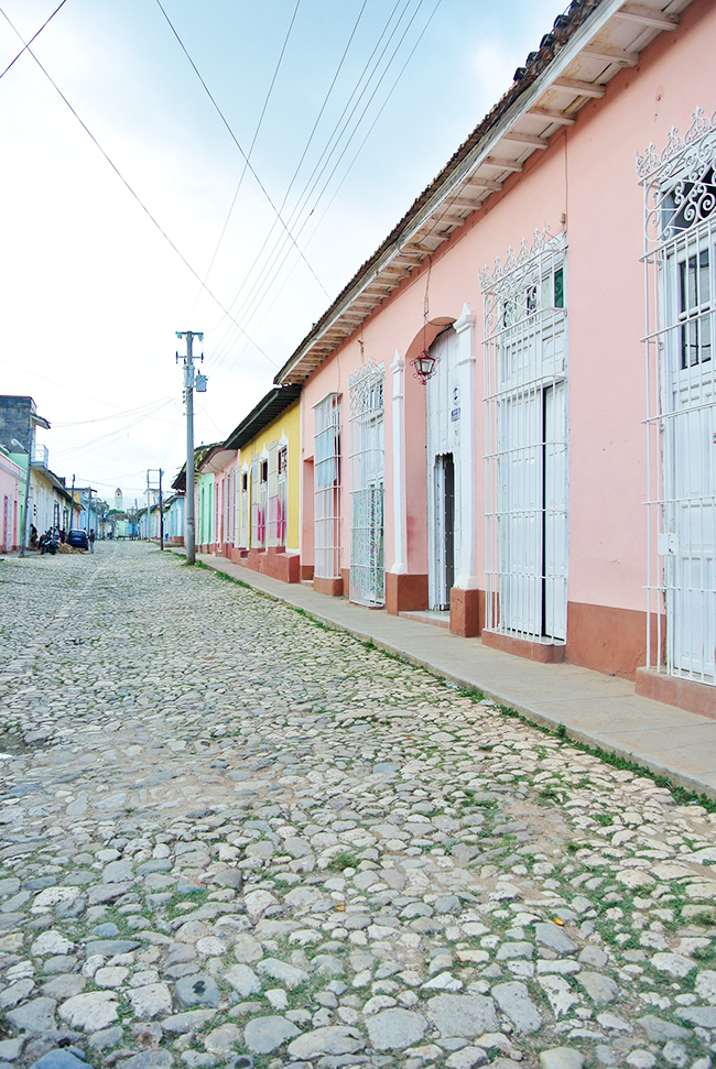 Cuba in pink // Colourful travel pictures via noglitternoglory.com