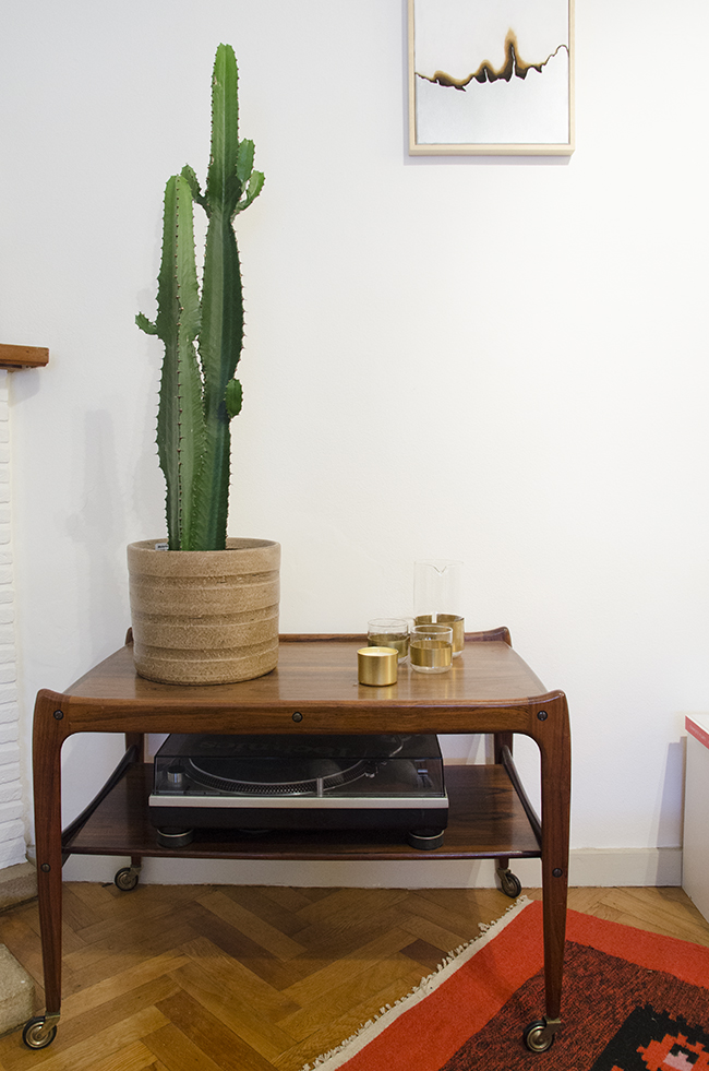 Nathalie and Michiel's Arty & Eclectic Apartment // Midcentury modern table & cactus