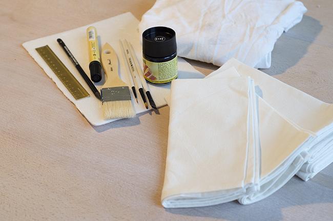 DIY Stamped Napkins - noglitternoglory.com