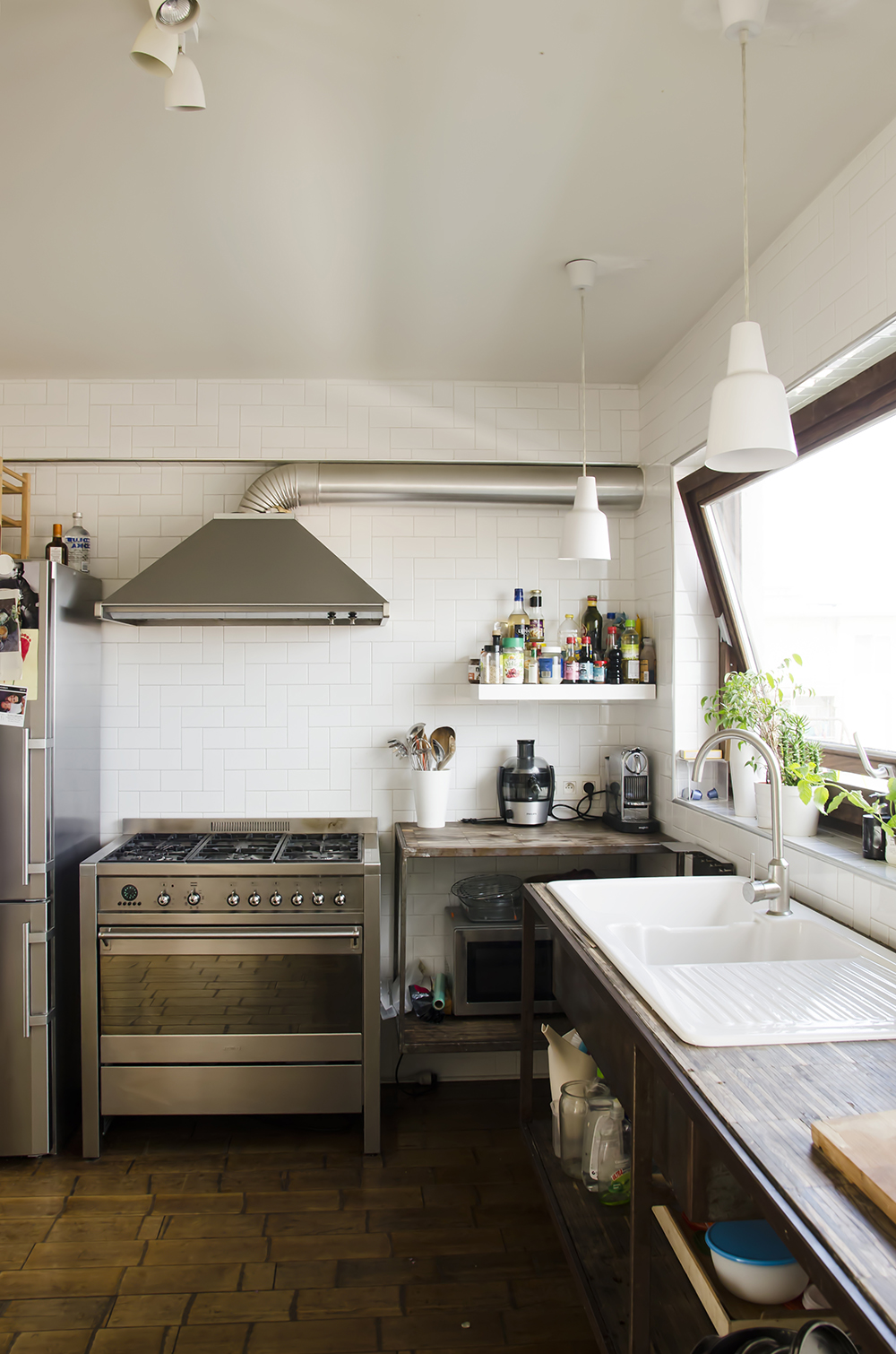 Young Creatives: Melanie Van Dooren //Inside the home and workplace of a Jewelry Designer // Open kitchen