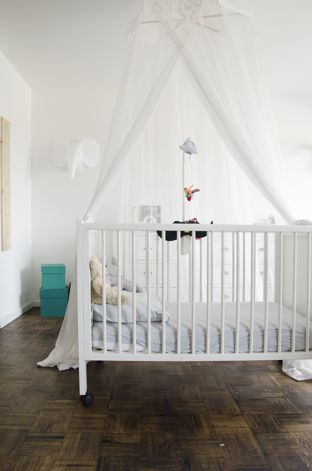 Young Creatives: Melanie Van Dooren //Inside the home and workplace of a Jewelry Designer // Cute nursery