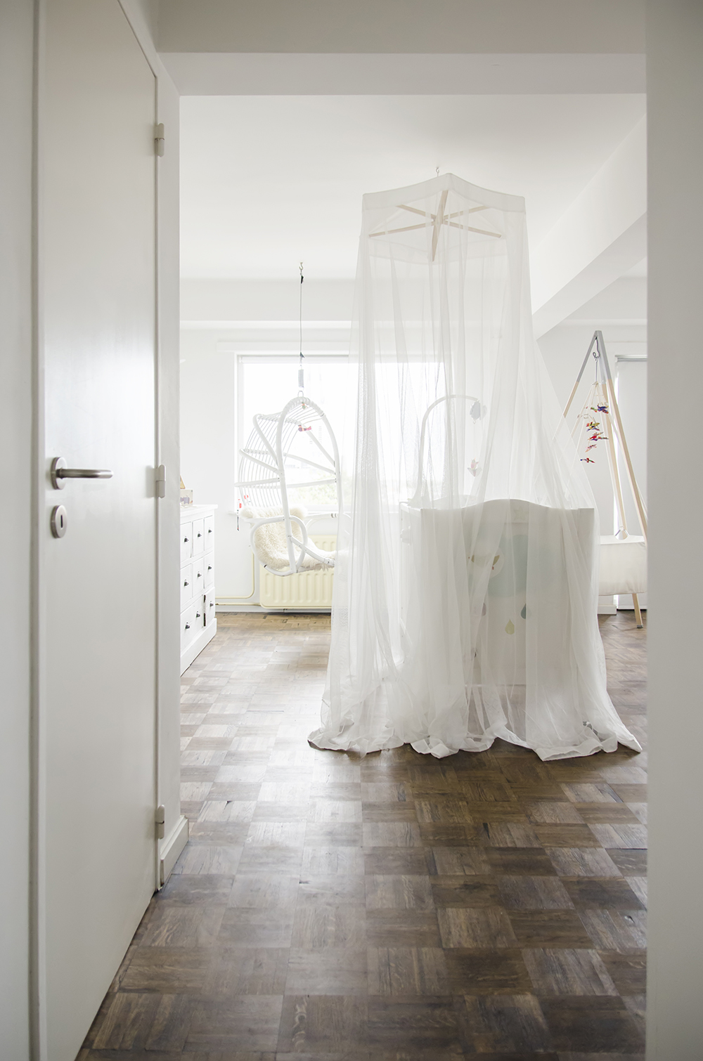 Young Creatives: Melanie Van Dooren //Inside the home and workplace of a Jewelry Designer // Beautiful white nursery