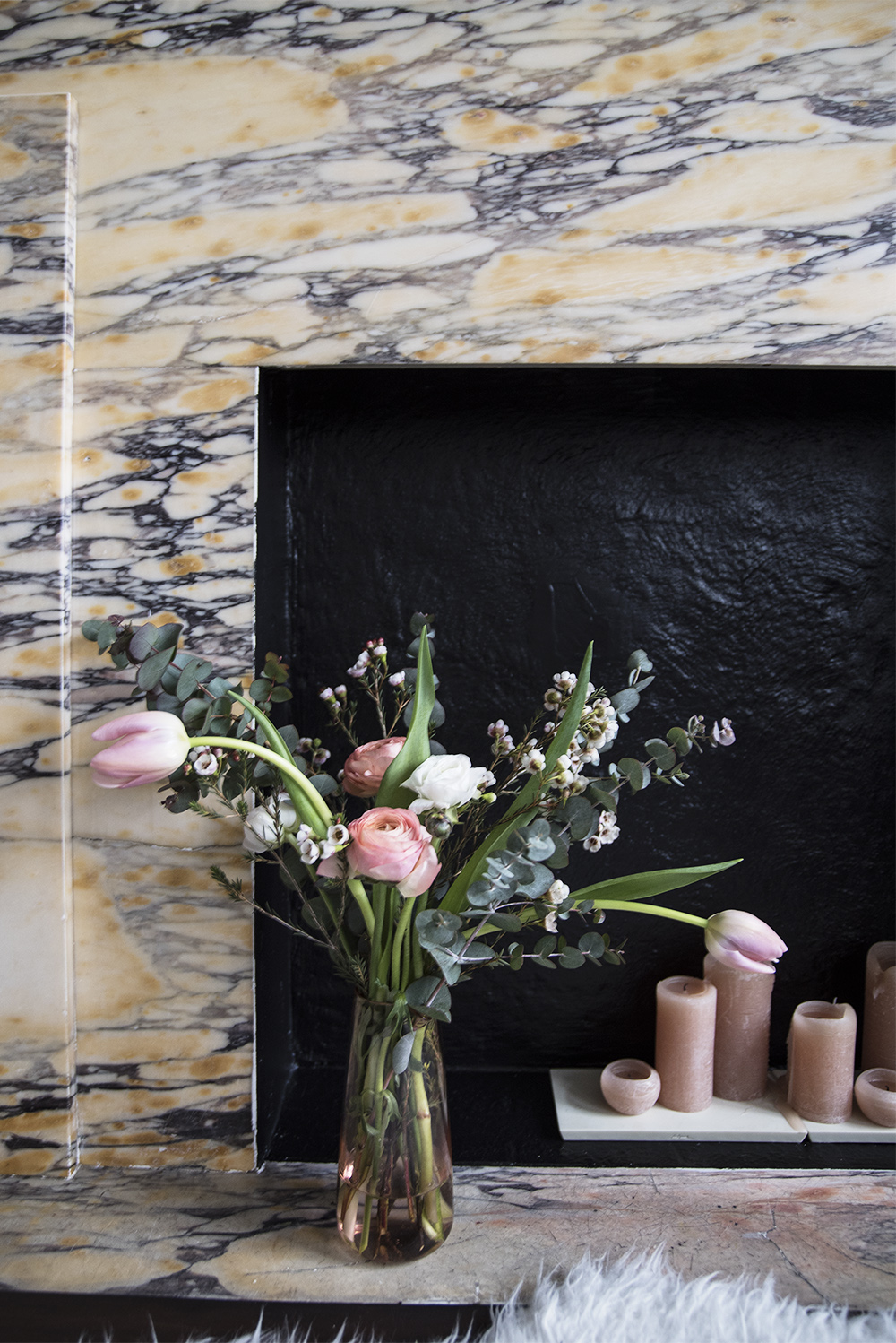The 15 minute fireplace upgrade that makes all the difference! / No Glitter No Glory