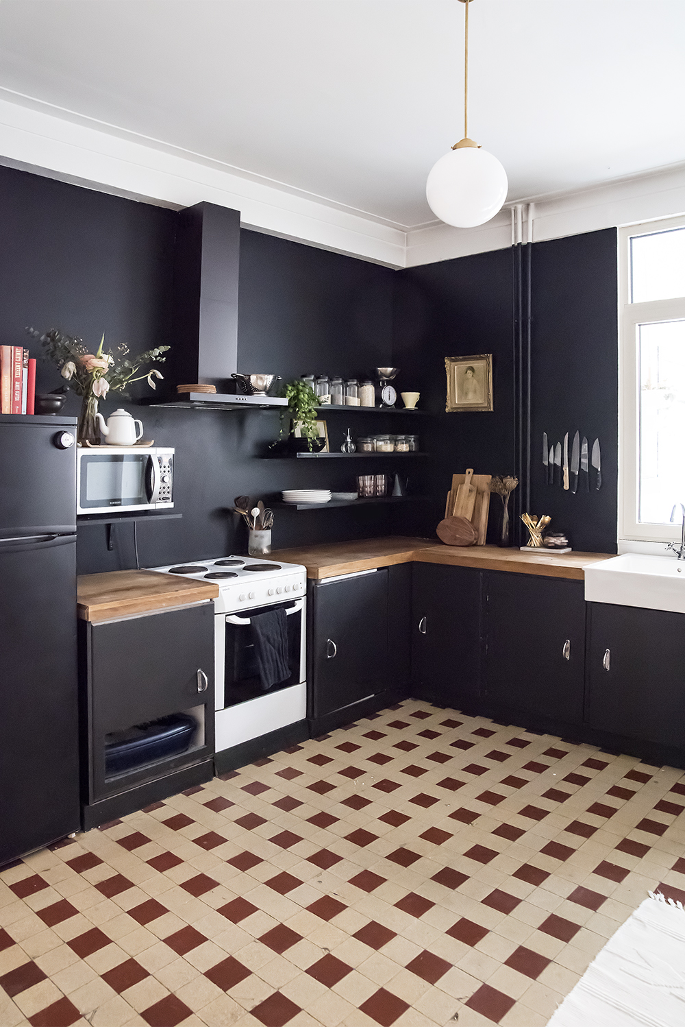 Black kitchen walls home design for Black home design