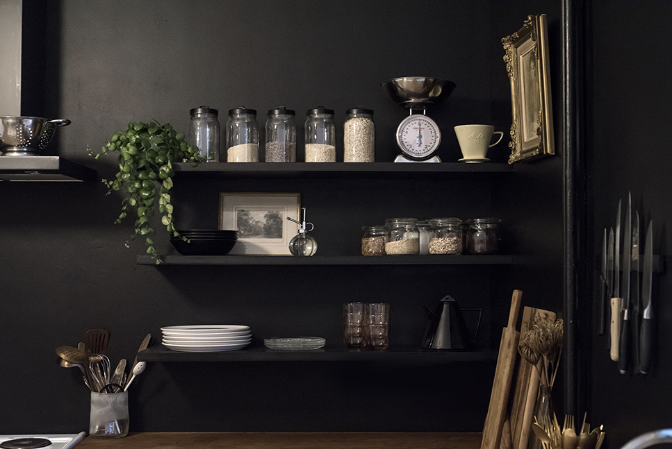 Home Renovation: Black Walls in the Kitchen / No Glitter No Glory / Pitch Black -Farrow & Ball