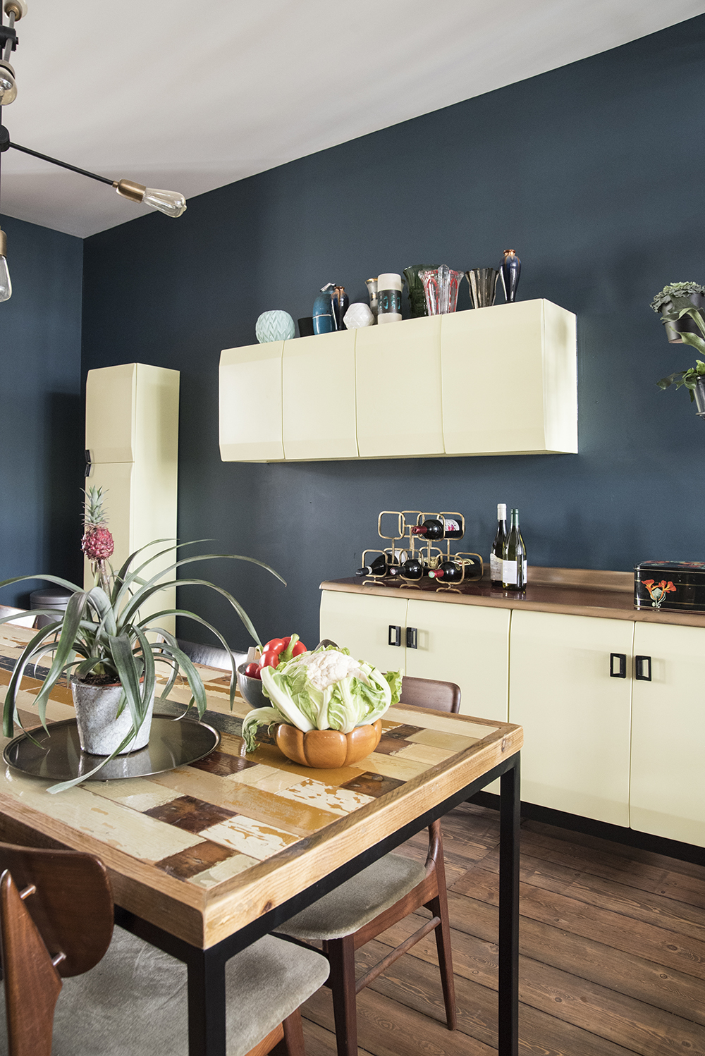 Moody kitchen in blue hues // Farrow & Ball Hague Blue and yellow vintage cabinets