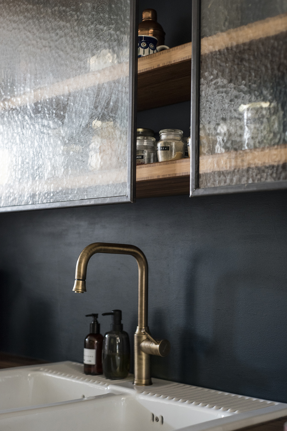 Moody kitchen in blue hues // Farrow & Ball Hague Blue and Nono custom made shelving