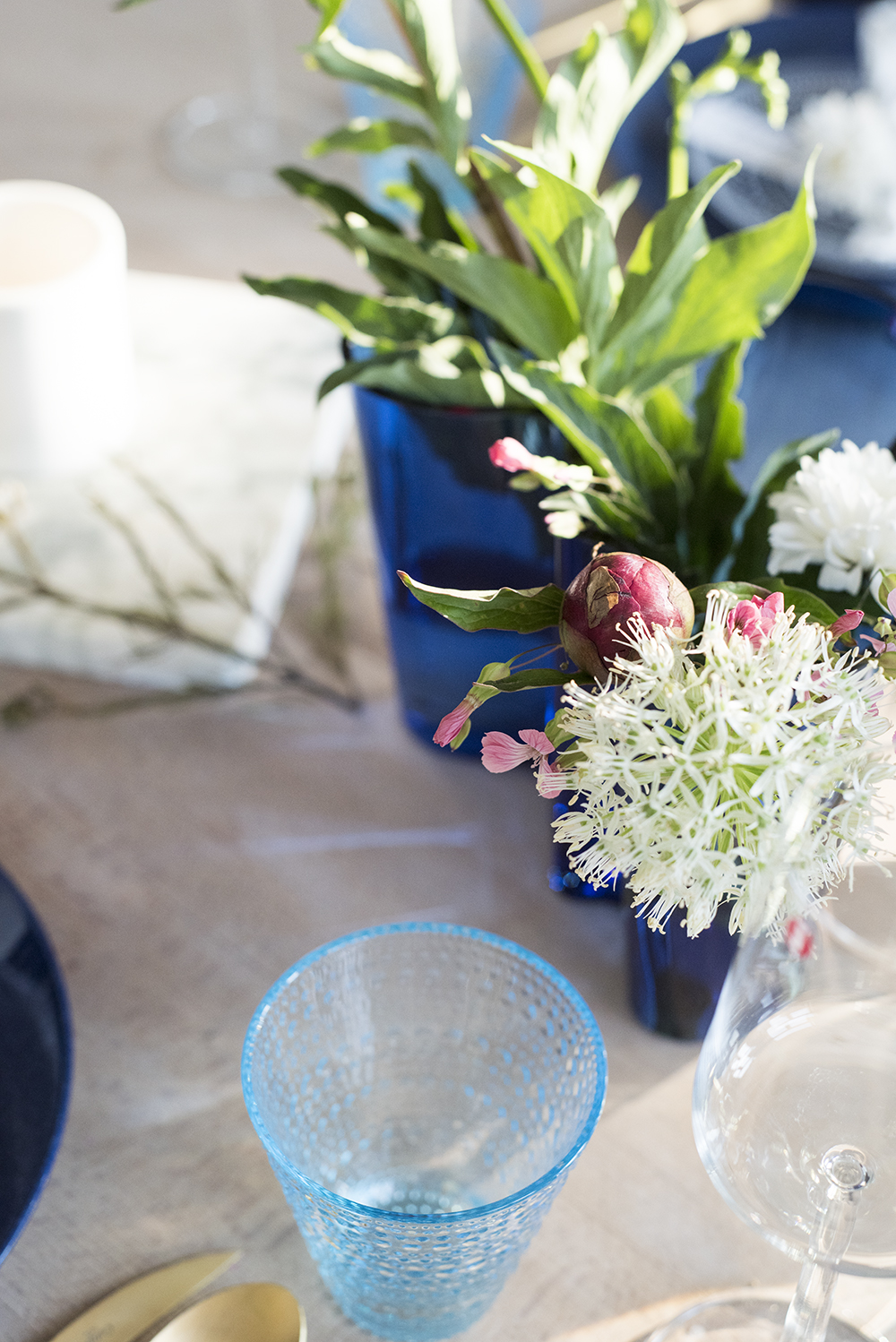 Blue Summer Table with Pink Peonies // No Glitter No Glory