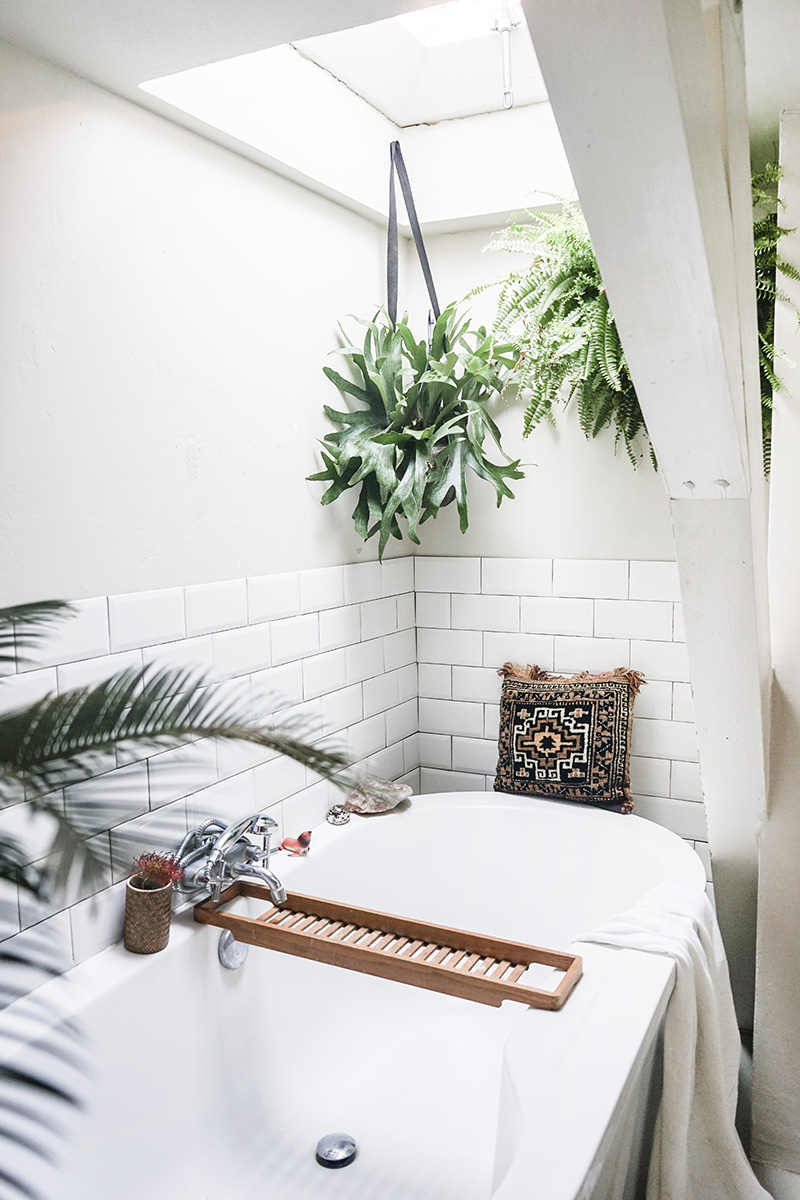 Manons-Home-Tour-for-DesignSponge-Bathroom