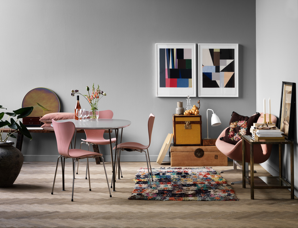Designer profile Arne Jacobsen // Pink series 7 chairs - via noglitternoglory