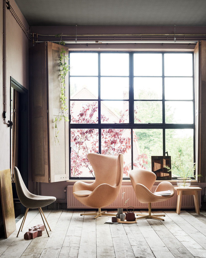 Designer profile Arne Jacobsen // Pink Swan and Egg chair - via noglitternoglory