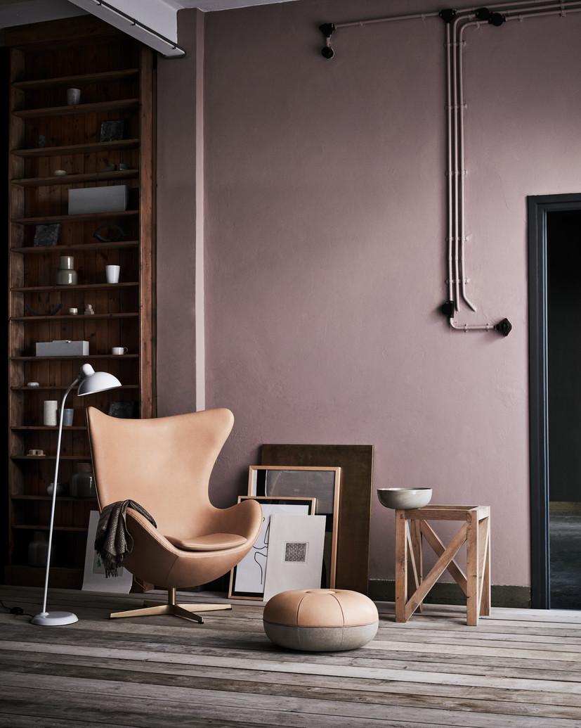 Designer profile Arne Jacobsen // Brown leather Swan and Egg chair - via noglitternoglory