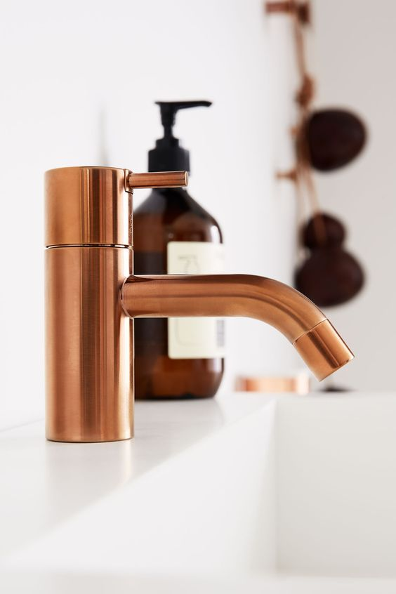 Designer profile Arne Jacobsen // VOLA faucet bronze - via noglitternoglory