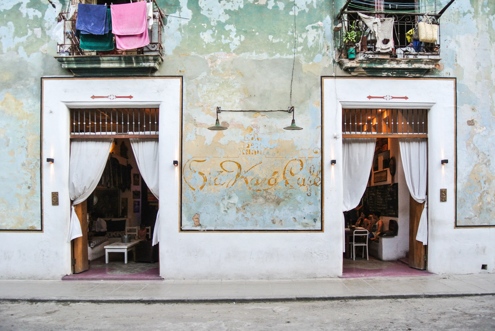 The Epic Guide to Havana -noglitternoglory.com // Sia Kara Cafe