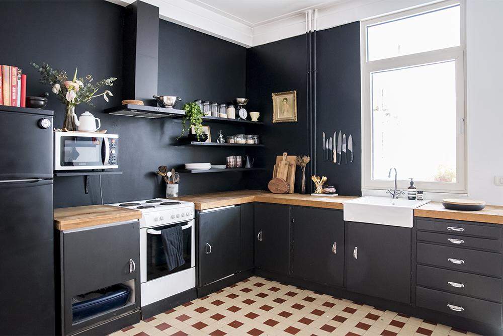 Home Renovation: Black Kitchen Walls